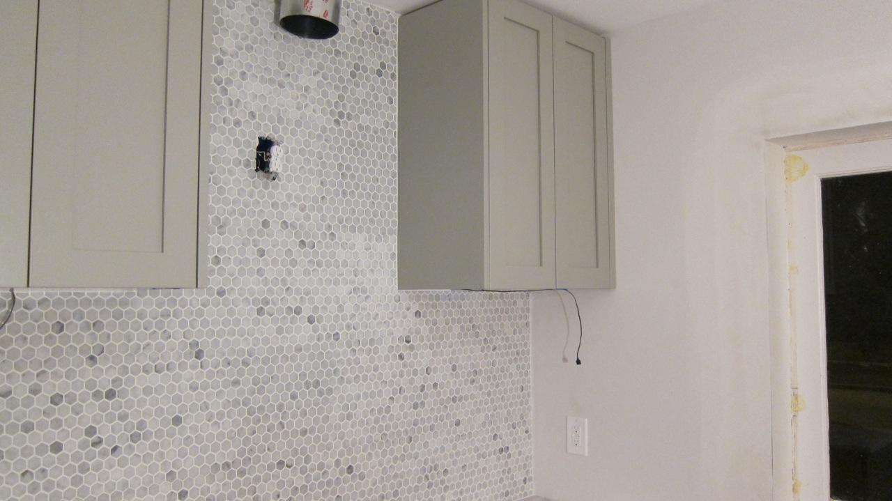 Chez rae rae well for White hexagon tile backsplash